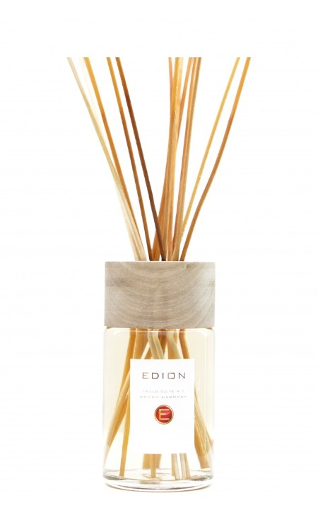 Shop EDION  Profumo: Edion profumatore per ambiente Woods Harmony cello suite 7. Profumo intenso e profondo di bosco secolare. Testa: bergamotto, limone, bois de rose. Cuore: pepe nero, legno di cedro, legno di patchouly, vetiyver. Fondo: vaniglia ambra, incenso, muschio. Capacità: 250 ml. Made in Italy.. CELLO SUITE 7 WOODS-ML250