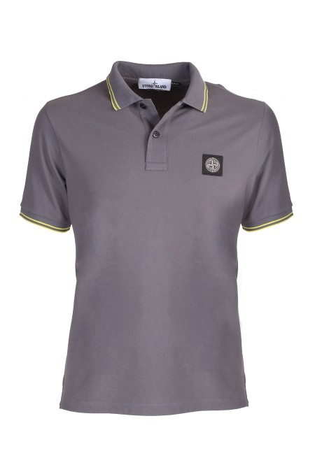 Shop STONE ISLAND  Polo: Polo Stone Island grigio scuro slim fit. Colletto. Maniche corte. Logo patch sul petto. Dettaglio righe sulla manica e sul colletto. Vestibilità slim fit. Composizione: 95% cotone 5% elastane. Made in Europe.. 101 522S18-V2063